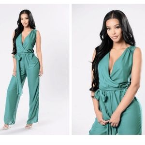 Fashion Nova Plus Green Jumpsuit (Never Worn)